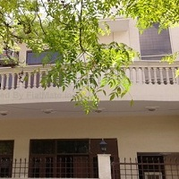 Stay In Class Luxury PG Pg in Noida